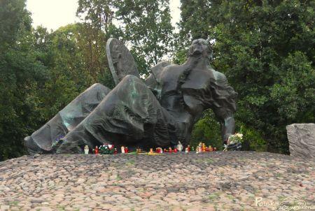 b_450_302_16777215_00_images_users_Cmentarzu_Powstacw_Warszawy_0.jpg